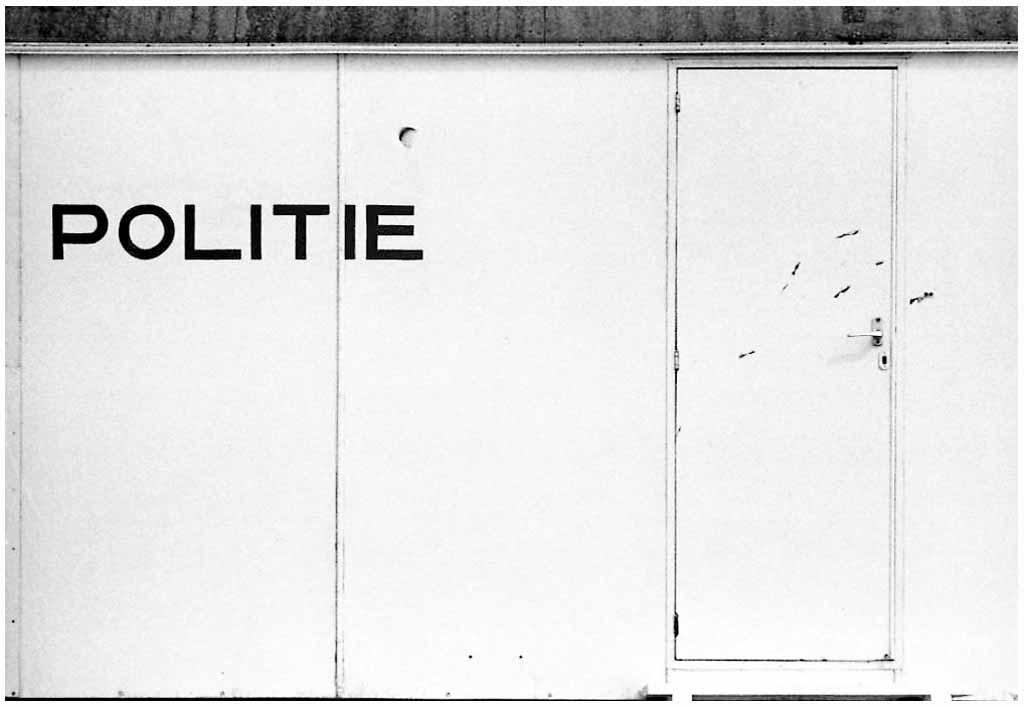 [1978]-08-07 Zeeland strand politie FOTO GUSTAVE PETIT