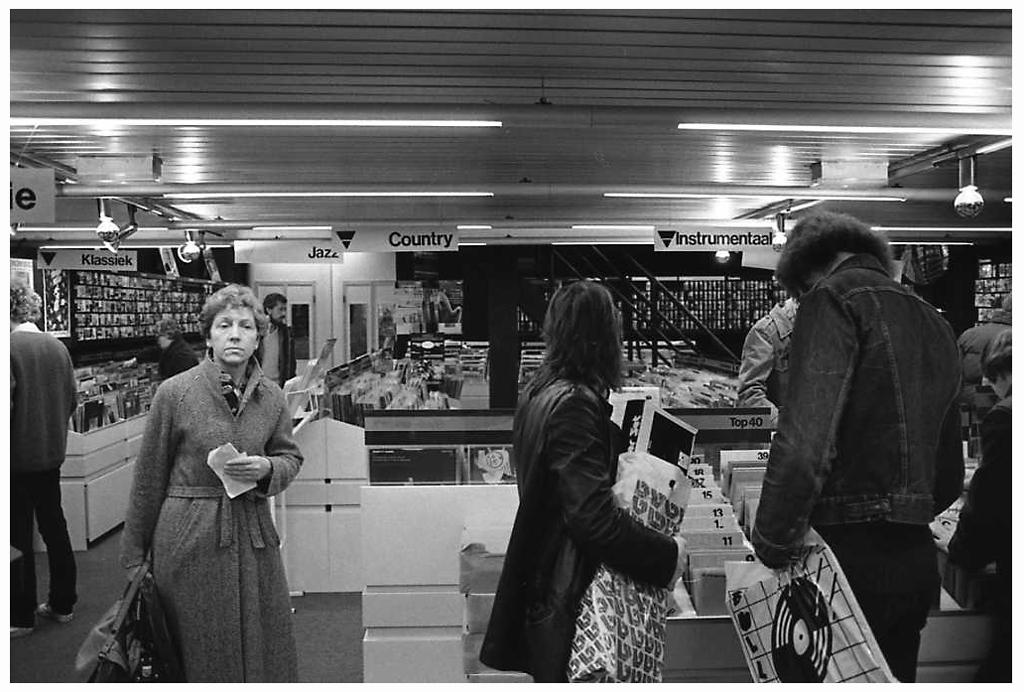 [1981]-19-05 sinterklaasinkopen Van Leest Breda