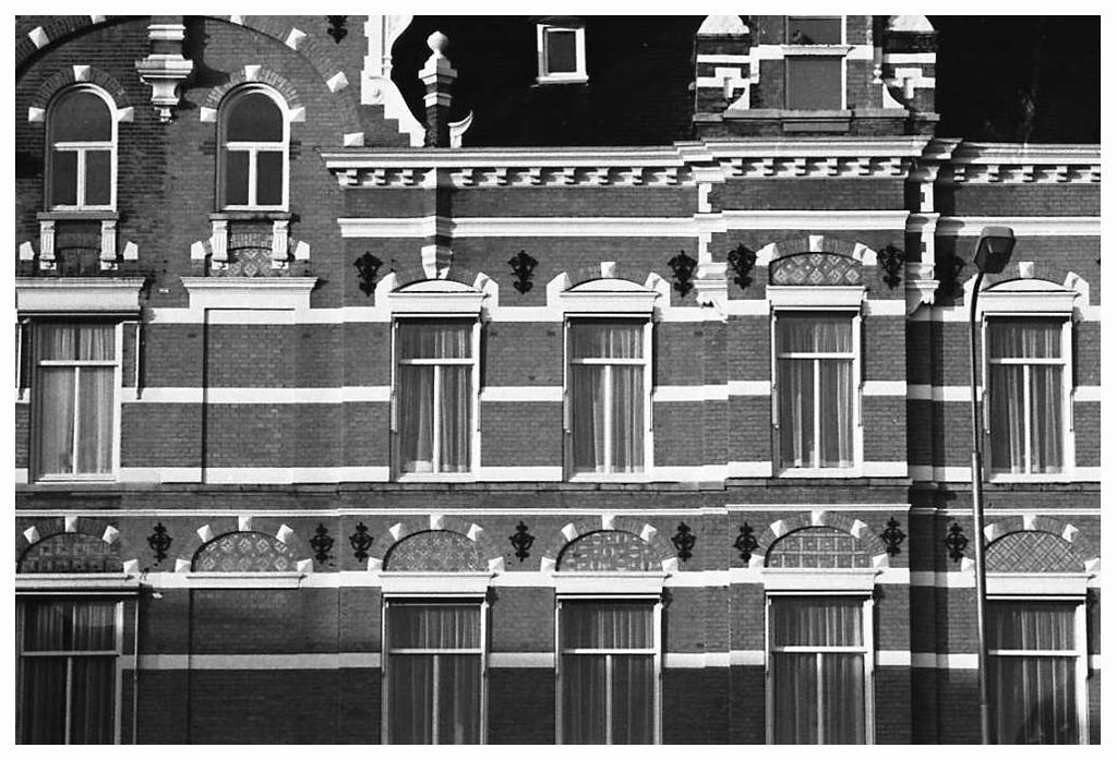 1981-19-31 gevels Nieuwstraat Breda FOTO GUSTAVE PETIT