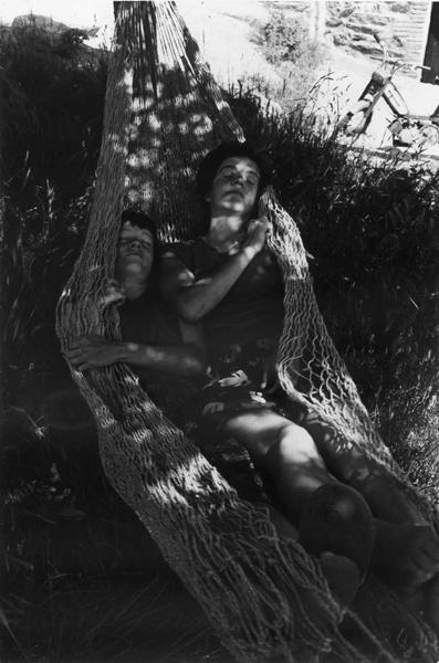 1985-58-32 hangmat taillet FOTO GUSTAVE PETIT