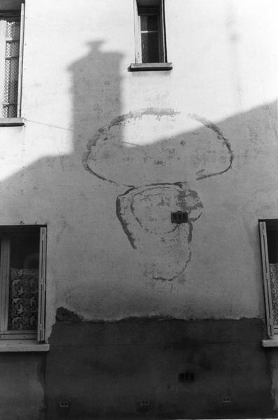 1985-60-11 perpignan muur PHOTO GUSTAVE PETIT