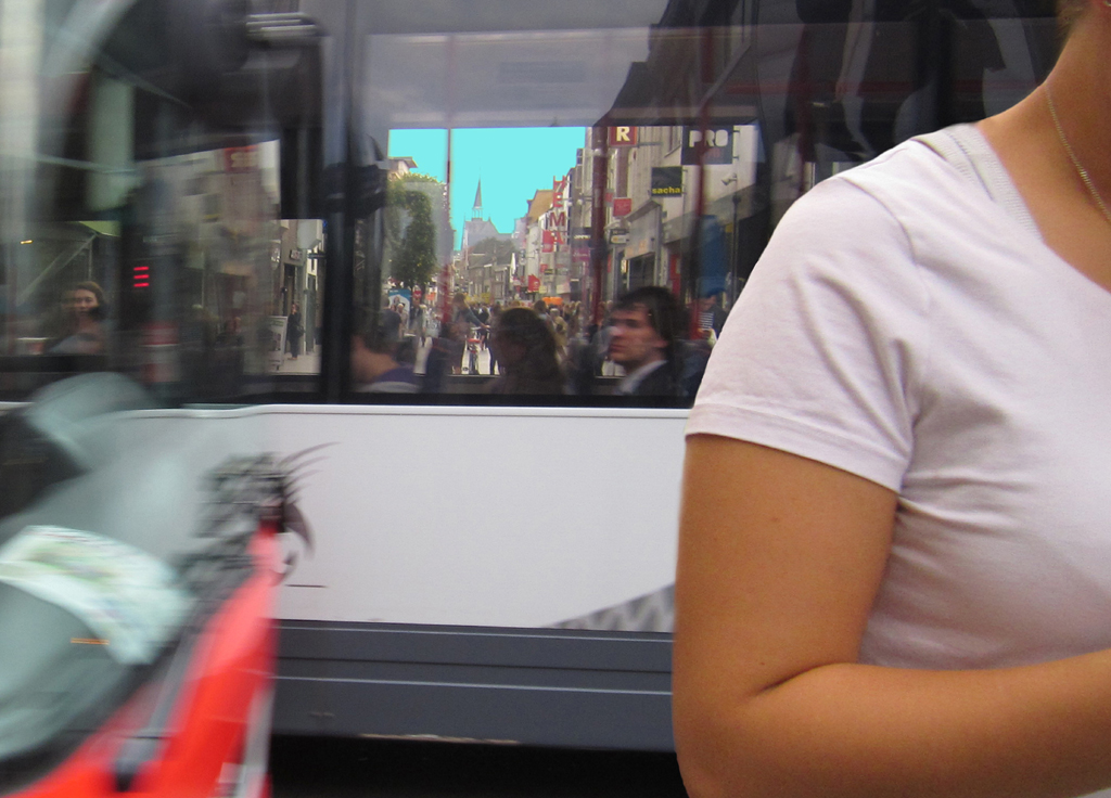 2013-1331 02 bus oversteken 2 FOTO GUSTAVE PETIT
