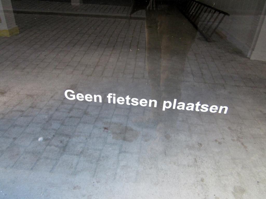 2013-1227 geen fietsen plaatsen FOTO GUSTAVE PETIT