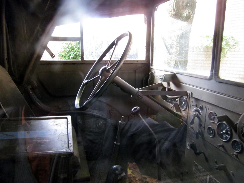 2013-1402 interieur jeep PHOTO GUSTAVE PETIT