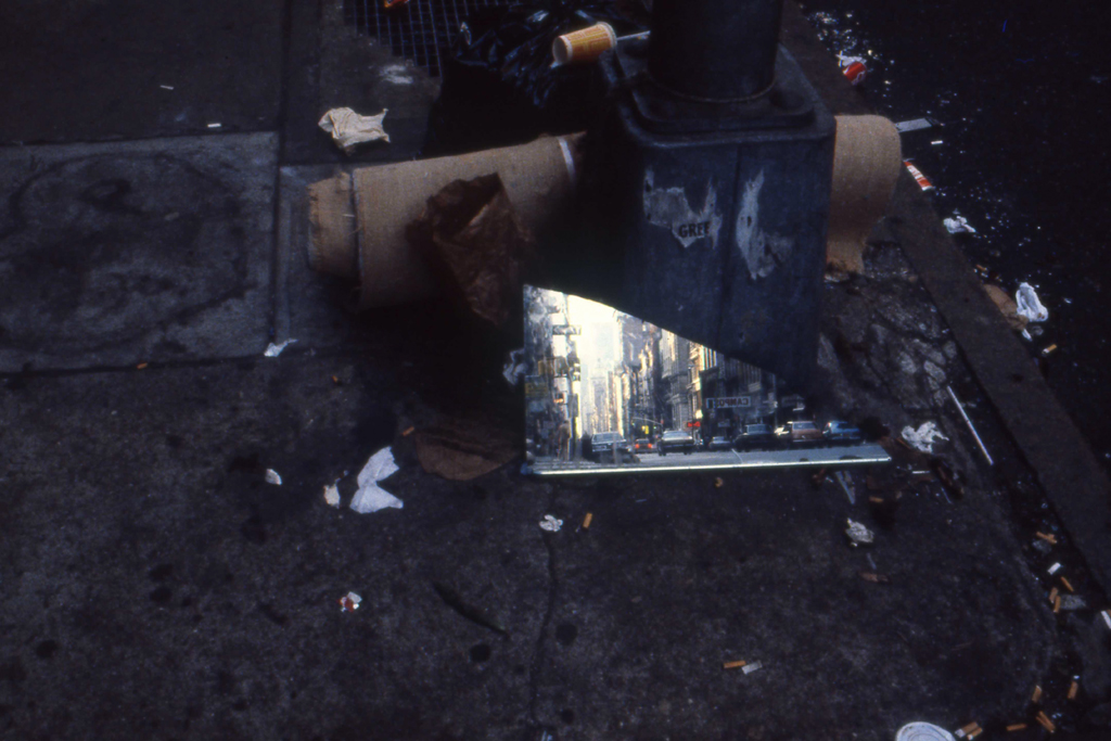 1982-N-03 spiegel straat afval PHOTO GUSTAVE PETIT
