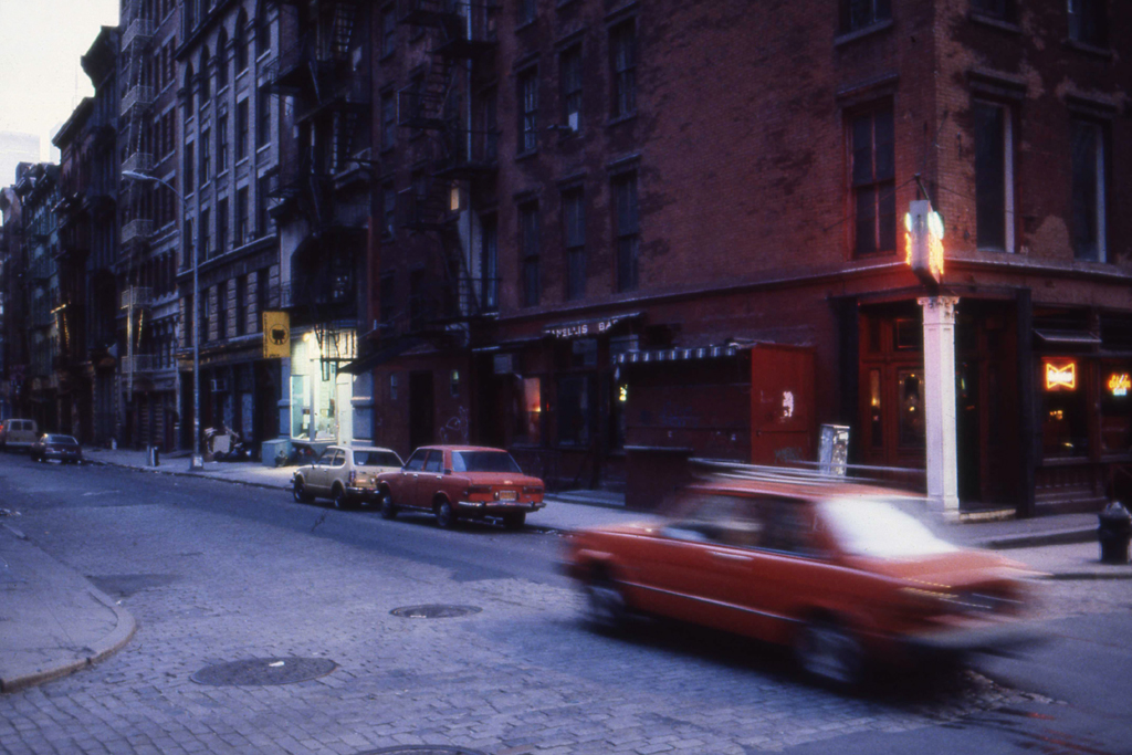 1982-N-05 manhattan rood PHOTO GUSTAVE PETIT